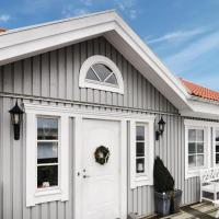 Three-Bedroom Holiday home Strömstad with a Fireplace 09
