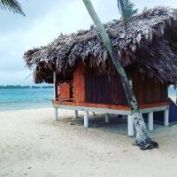 Isla Franklin, Cabaña Madera