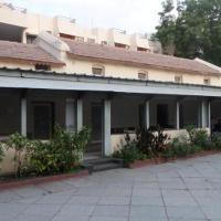 Guesthouse with parking in Aurangabad, by GuestHouser 43461
