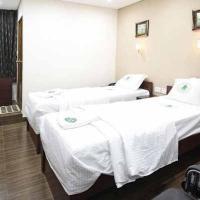 Apartment room in Anna Nagar, Chennai, by GuestHouser 22502