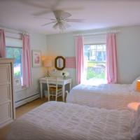 Six-Bedroom Acorn Cottage