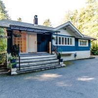 Water view, bright and great location full house in best location of West Vancouver
