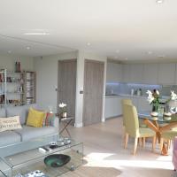 Gorgeous 2 bed/2 bath flat in Battersea!