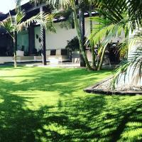 Palm Bungalow