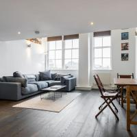 2bed, 2bath converted schoolhouse flat in Angel