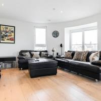Cool 2 bed/2 bath in Clapham with London views