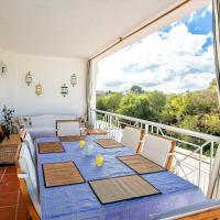 Great Holiday House with Private Pool near Beach, 6-8 p