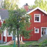 Two-Bedroom Holiday home in Åmmeberg
