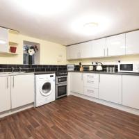 5 Bed House Slps 10 on Otley Run (67)