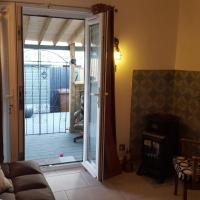 Edinburgh Holiday Let with Adjoining Outside Room