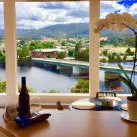 Linda House Huonville, Executive Accommodation 30 mins South of Hobart, Spectacular River Views