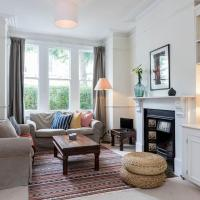Elegant 4 Bed 2.5 Bath Family Home in Clapham