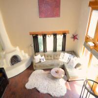 Tranquil Lush Adobe Home w/ Hot Tub