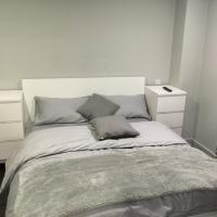 2 bed Apartment Traford House