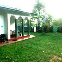 Hikka Train Hostel@ Surf Beach