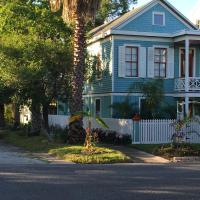 Cozy Historic Home in the heart of Galveston