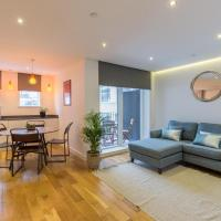Super Central 2 Bedroom Flat with Balcony Zone 1!