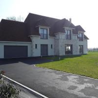 Maison 229 m2, 5 min Deauville, 5 chs, 5 sdb, agréable, déco soignée.