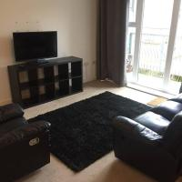 Ty Glas 2-bed apartment with balcony and parking
