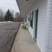 Covered Bridge Inn & Suites