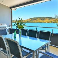 Villa 4 The Edge on Hamilton Island Waterfront High Ceilings Modern Amenities Plus Buggy