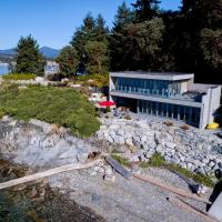 Designer's Luxury Sechelt Beach House
