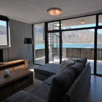Panoramic sea and mountain views in Hout Bay