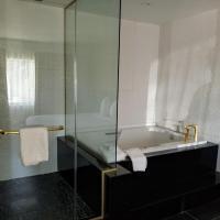 Glen Capri Inn and Suites