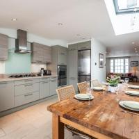 The Stunning Kenway Road House