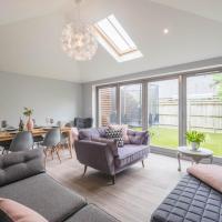 Stylish Home Overlooking Twickenham Green