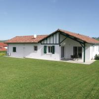 Four-Bedroom Holiday Home in Aicirits Camou Suhast