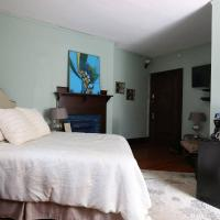 Chic Private Room with EnSuite Bathroom in Historic Home - Walk to Downtown!