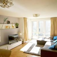 Cosy & Bright 3 Bed Apartment w/ Private Balcony