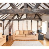 Traditional, Stunning and Spacious 2BR Apt for 4