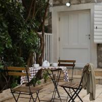 Seven Hills Duplex Eco-Cottage
