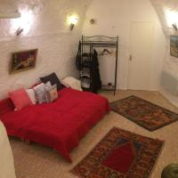 Art collector's pied-a-terre in the centre of Grasse