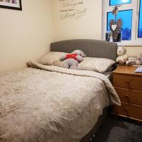 Family home Weymouth (double room, plus bunk bed room) with large southerly garden, use of bathroom facilities- 10 minutes from beach and town centre