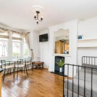 Spacious 2 bed 2 bath apartment in leafy West London area