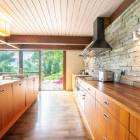 **** Large contemporary house overlooking Lake Annecy