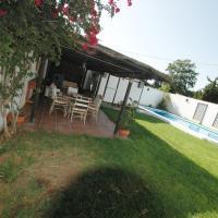 chalet con piscina casa blanca