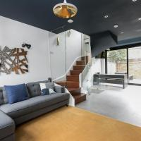 Designer two BR Apartment In Angel With Huge Terrace
