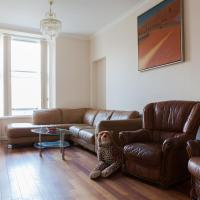 Specious Large Apartment In the Royal Mile!
