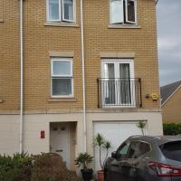 Sleeps 12 in Central Dartford