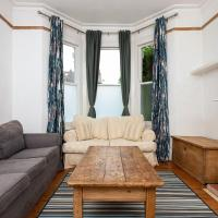 2 Bedroom Flat In Earlsfield