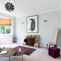 4 bedroom detached house in Clapham with garden