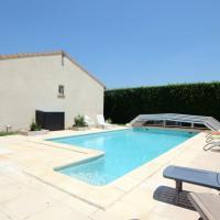 Gard Qualite et prix pour piscine privee en bordure de village.