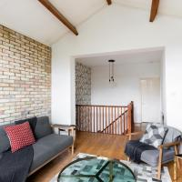 Red Brick Townhouse- beautiful home for 6