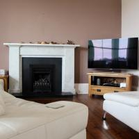 Large 3 Bedroom Apartment in Canonmills