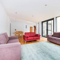 Large, modern 4BR house in Woolwich with garden!