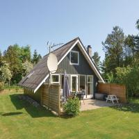 Four-Bedroom Holiday home with a Fireplace in Roslev